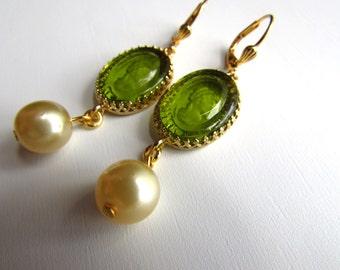 Olive Glass Cameo earrings, vintage intaglio earring, cameo jewelry, cameo pearl earring, 19th century, Jane Austen jewelry, Regency Earring