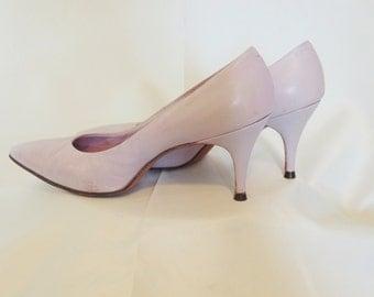 Vintage 1960's Lavender // Lilac Pump Shoes  Size 6.5 B