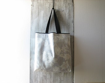 tote bag with long handles made with gray flower cotton / shabby chic market bag / shopper for her / large reusable shopping bag / beach bag
