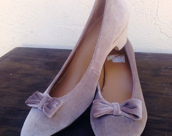 Womens Vintage shoes, velvet, Mary Janes, bow, slip on, kitten heels, gray classic pointy toe size 9.5
