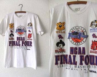 1995 Final Four College Basketball Tee - UCLA Throwback Sporty 90s NCAA T Shirt - Mens size Medium
