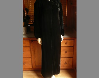 Vintage 20s 30s avant garde Black Velvet Silky Long Goth Opera Coat S