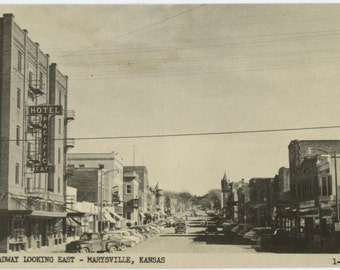 Marysville, Kansas: Broadway, Looking East, c1950s Vintage Postcard (59407)
