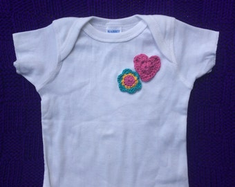 Baby t-shirt with flower and heart
