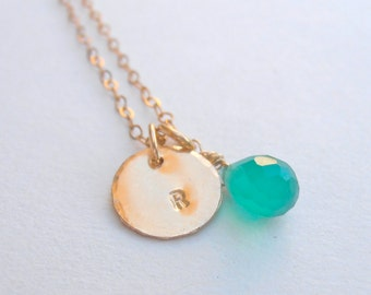 Initial Gold Necklace - green Agate - Gemstone Necklace - Hammered Round Disc, Personalized Gold Necklace. Gemstone Jewelry