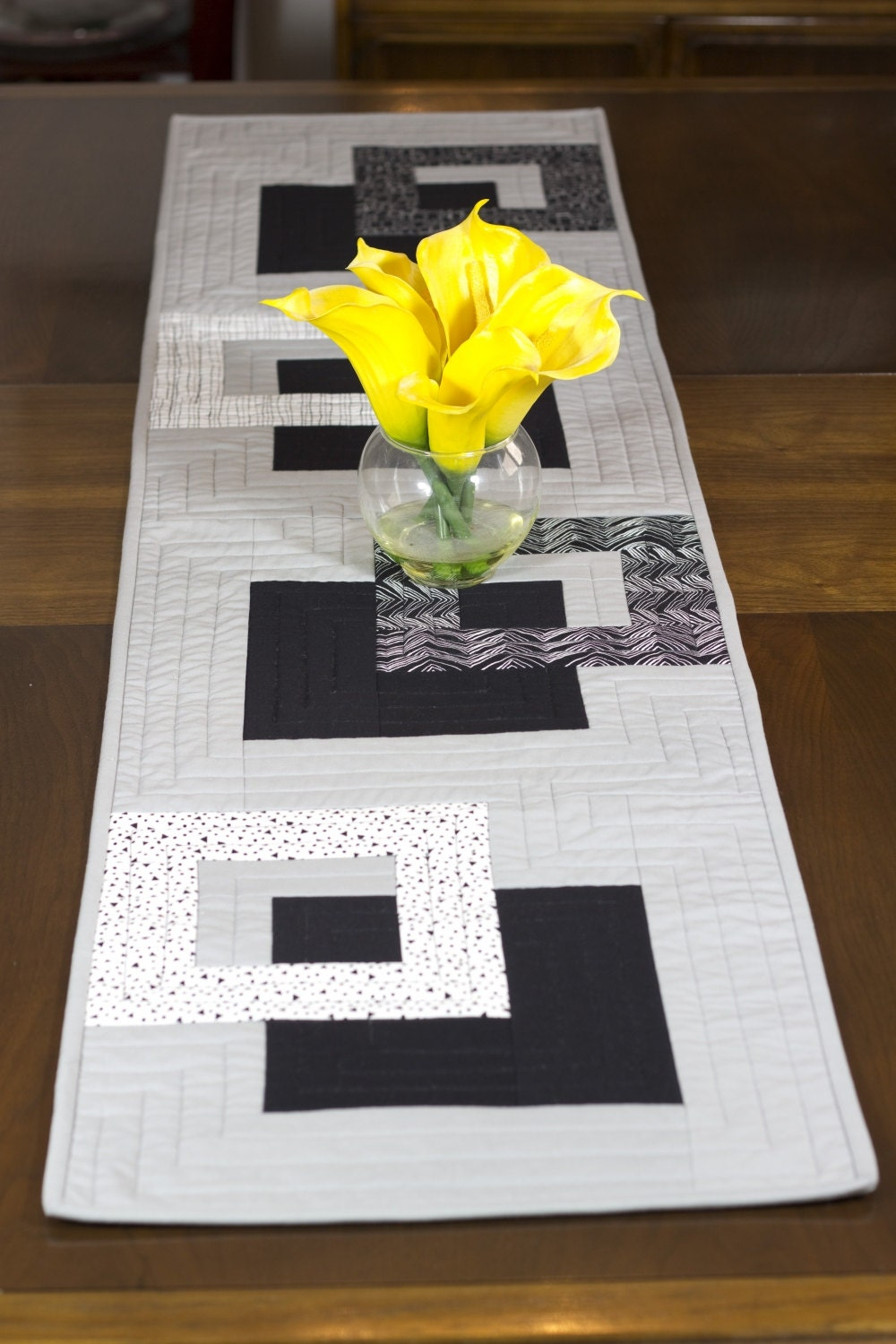 Modern Table Runner Black White And Grey Wallhanging Bed
