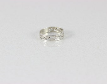 Sterling Silver Filigree Ring size 8 1/4