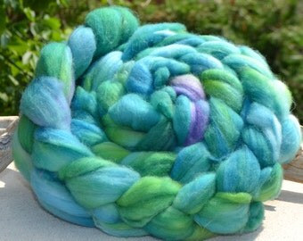 Wool roving for spinning or felting green tones