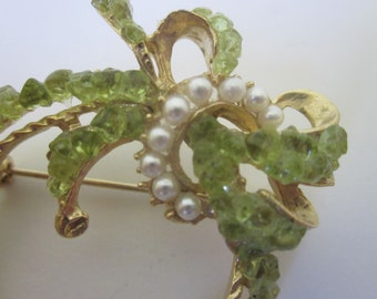 Peridot Circle and Bow Pin, Brooch. Gold Tone and Faux Pearls. Wreath. Signed.