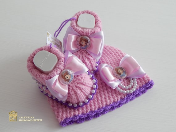 Set! Princess Sofia. Beanie and baby booties.Sofia the First. Pregnancy announcement idea for grandparents. Grandparent reveal gifts.