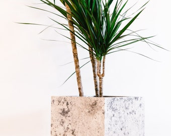 Large concrete Planter // Black, grey and white // Plant pot // Ideal gift // Modern houseware // Nice Home decor // Geometric style