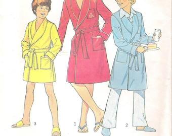 Simplicity 7066, Boys' Robe