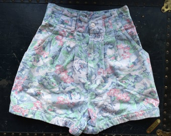 80s Floral Shorts. 1980's High Waist Pastel Jean Daisy Dukes. Blue, Pink, Green, XS. A Byer Size 3.