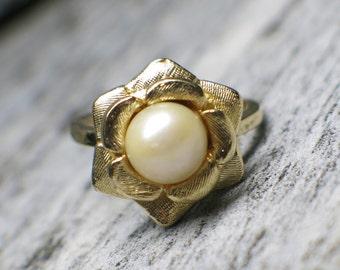 14K Gold Vintage Pearl Floral Ring