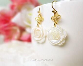 White Rose Earrings, Gold Earrings, Flower Drop Earrings, White Flower Earrings, Flower Dangle Earrings, Floral Earrings, Romantic Jewelry