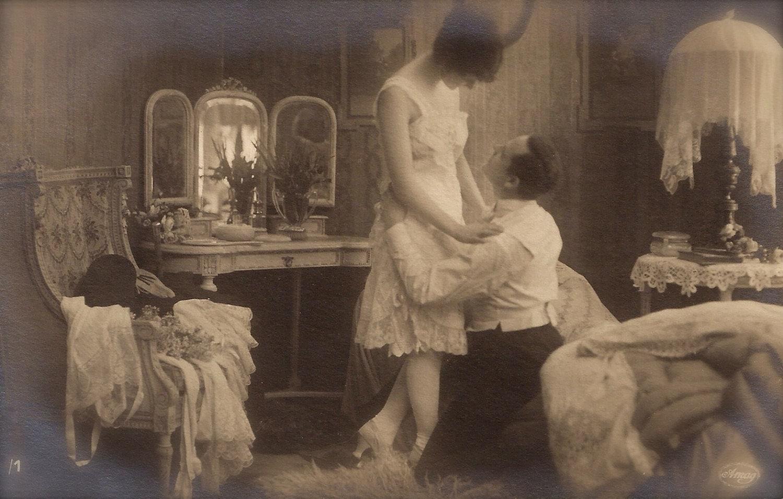 Boudoir intime chambre scène romantique Couple Chic Chic par 1898