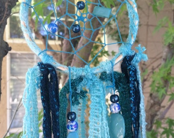 Dreamcatcher; beautiful blues! Boho/bohemian/handmade/hippie/homedecor/mediation/dreaming/dreams/oneofakind