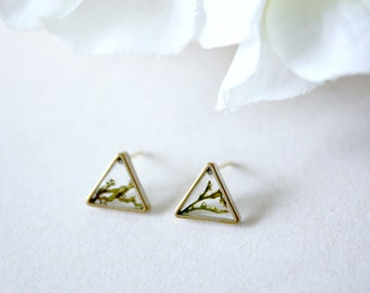 Resin / earring / green / Gift for her, Triangle Stud, Real Flower Jewelry, Dried Flower Earring, Cool Earrings, Plant Jewelry, Bohemian