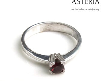 Solitaire ring - Birthstone ring - Garnet ring - Silver garnet ring - Gemstone ring - Red stone ring - Red silver ring