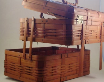 Woven Accordian Fold Out Sewing Basket with Bonus Notions