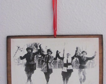 Vintage Ski Post Card Wall Hanging or Gift Tag