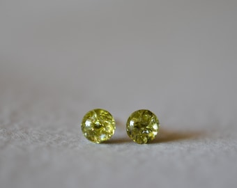 Tiny green stone stud earrings in resin, peridot green cubic zirconia stud earrings resin earrings sterling silver studs kahili creations