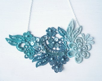 Green Ombre Flower Lace Necklace