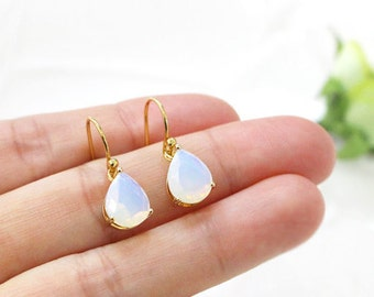 Moonstone drop earring , dainty bridal or everyday jewelry, dangle earring,opal, drop, wedding earring, bridesmaid gift