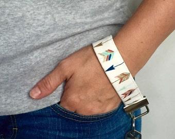 Arrow Key Fob, Arrow Keychain, Fabric Key Fob, Wristlet Key Fob - Chic Golden Arrow