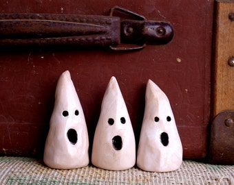 Ceramic ghost, Ghosts Halloween Decor, set of 3, Miniature GHOST, desk accessories,  halloween décor, scary ghost, ghost sculpture