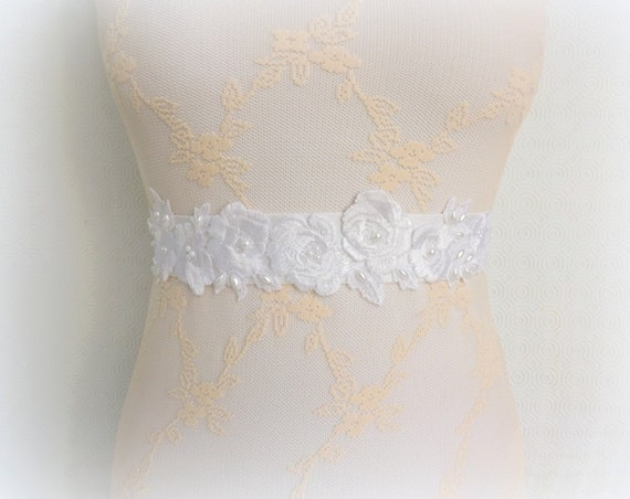 Embroidered elastic waist belt. Flowers embroidery decorated with pearls. White/ Ivory/ Champagne lace and pearls bridal belt.
