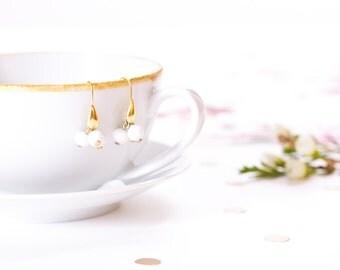 Earrings small cluster white