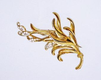 Vintage BSK Gold Tone Rhinestone Leaf Brooch Pin (B-1-6)