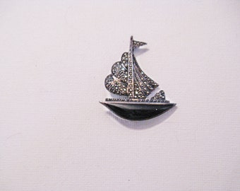 Vintage Sterling Silver Marcasite and Black Onyx Sailboat Brooch Pin (B-4-2)