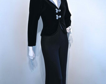 Vintage 1970s 1980s Black Velvet Smoking Jacket with Padded Silver Lame Collar // Deco Style