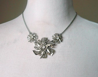 Mid Century Necklace - Vintage Filigree Flower Necklace - Silver Rhinestone - Wedding, Prom, Formal, Retro
