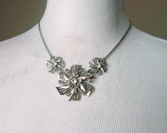 20% OFF Mid Century Necklace - Vintage Filigree Flower Necklace - Silver Rhinestone - Wedding, Prom, Formal, Retro