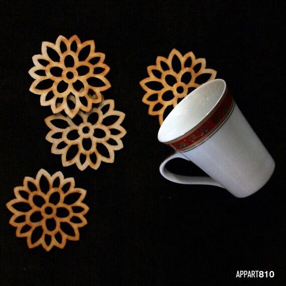 Fleurette. Kit of 4 coasters of pine cut and engraved laser textured Fleurette.
