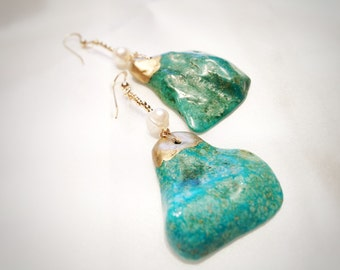 Turquoise and gold earrings with freshwater pearls