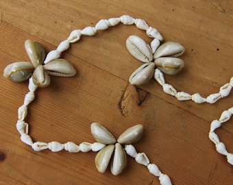 Very nice white cowrie necklace  / pretty on the beach / beach jewel / Holy10