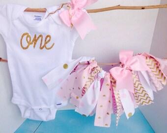 Monogrammed Gold and Pink 1st Birthday bodysuit tutu bow set. 1st Bday bodysuit baby girl. 1st Birthday outfit, gold & pink chevron tutu
