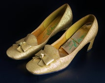 Gold Shoes by Creation Elegante, Low Heeled Pump, 50s Gold Shoes, Metallic Pumps, Round Toe, 2.5 Inch Heel