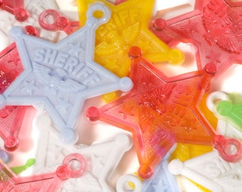 Charms - Plastic SHERIFF STAR Charms - Pack of 100