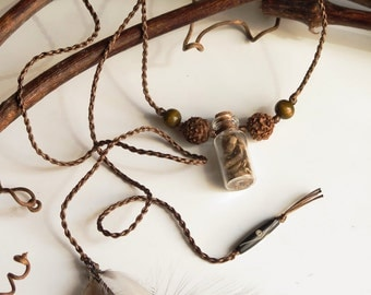 Mandrake Macrame macrame Necklace,natural feathers, rudraksha seed - Collier macramé mandragore, plumes naturelles, graines de rudraksha