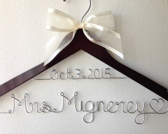 SALE!!! Personalized Wedding Hanger With Wedding Date and Bow, Bridal Gift, Bridesmaid Gift, Flower Girl Gift