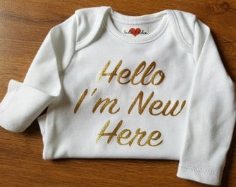 Gold Baby Hello I'm New Here Personalised Vest Baby Grow Babygrow Cake Smash Photo Prop Newborn Gift