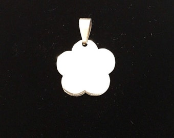 Puff pendant with possibility of custom engraving