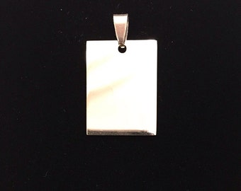 Medium rectangle pendant with possibility of custom engraving