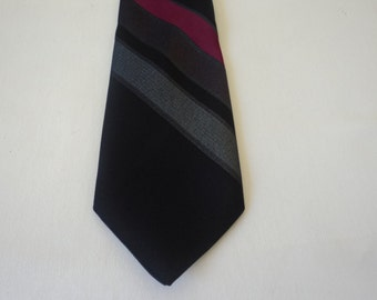 REDUCED - French vintage Geodami Lyon neck tie  (03124)