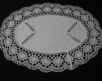 French vintage white cotton and crochet lace doily (03301)
